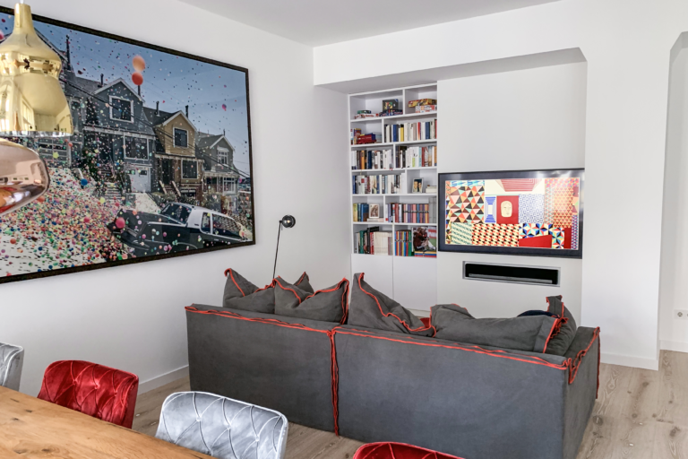 Samsung The Frame GQ65LS03TAUXZG und Sonos Playbar im Wohnzimmer Wohnraum unsichtbar integriert