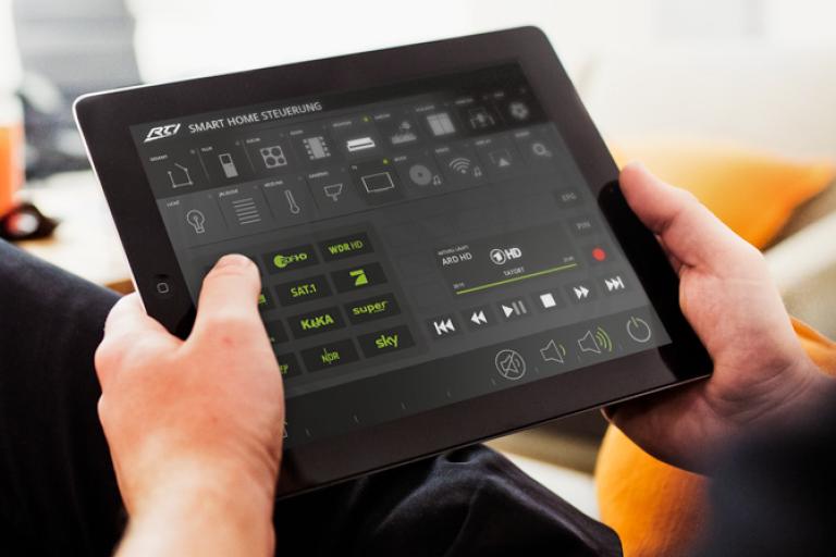 Smarthome Steuerung über ein Apple iPad (Bildmaterial: ©RTI)
