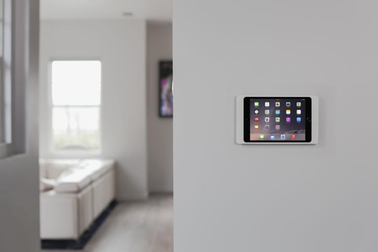 Montagemöglichkeit Wandhalterung eines Apple iPads für die Smarthome Haussteuerung (Bildmaterial: ©LaunchPort)